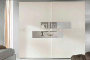 Art.10PI157 Armadio Scorrevole, Finitura 9001, Specchio Chiaro Normale, Decoro in  Tono Armadio