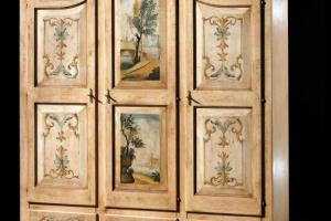 Art. 30PA168 Armadietto 3 Ante Decorato Finitura Antiquariato
